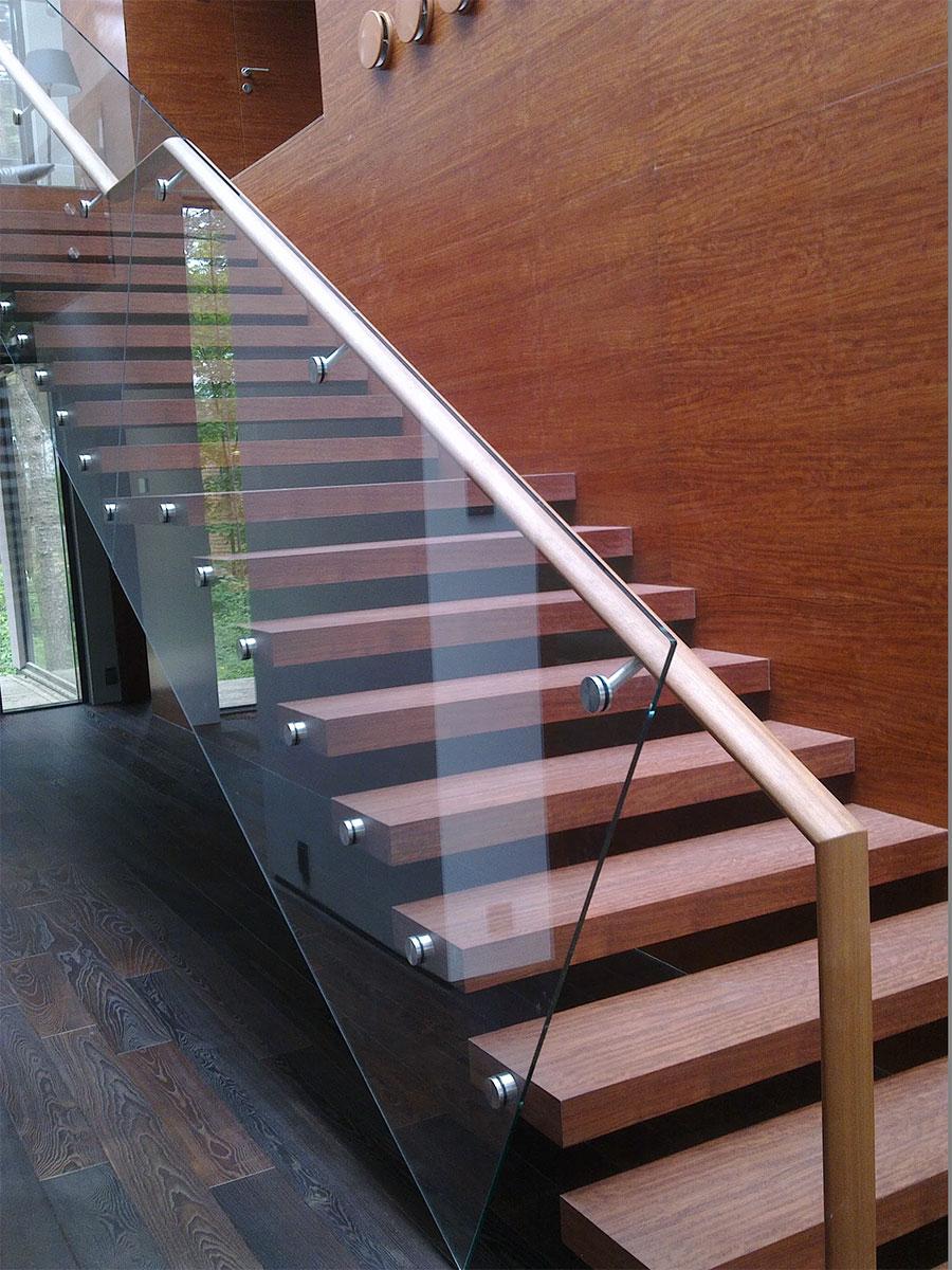 Stairman-metalltrepid-Raamita-trepp